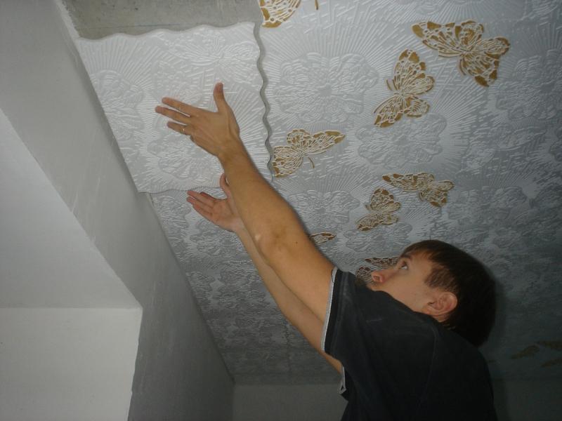 Отделка потолка в ванной пенополистирольными плитами