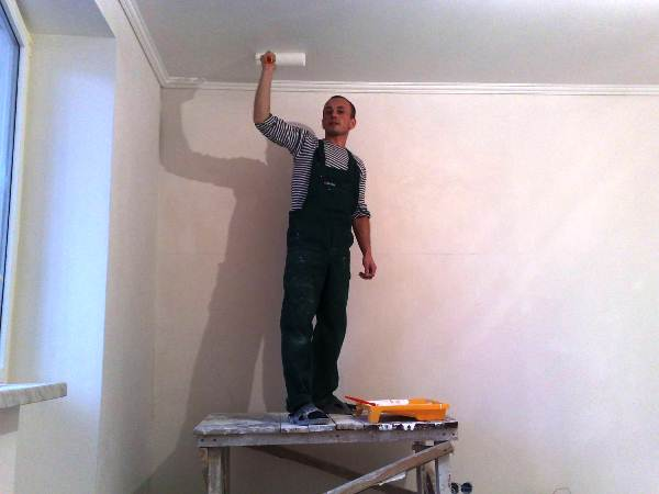как убрать желтые пятна на потолке фото 6