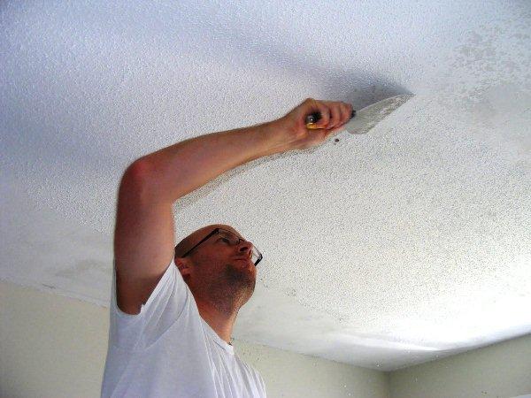 как удалить с потолка водоэмульсионную краску