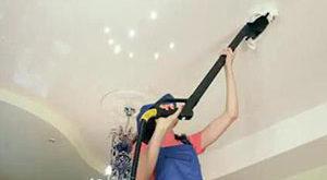 как чистить натяжные потолки от пыли