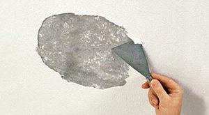 Как снять штукатурку и шпаклевку с потолка