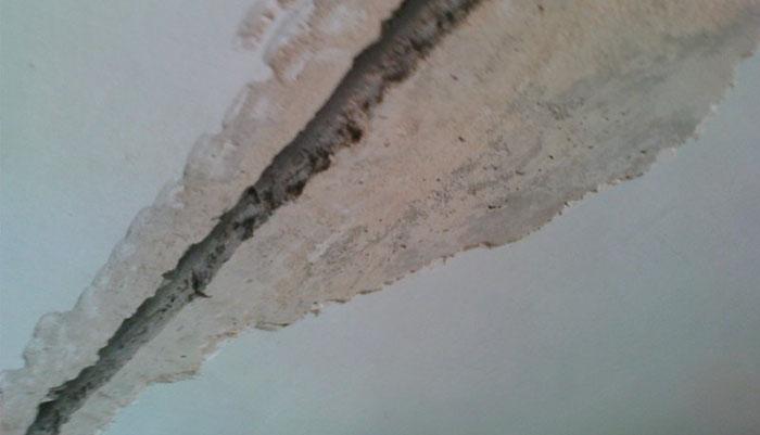 как заделать трещины на потолке фото 4