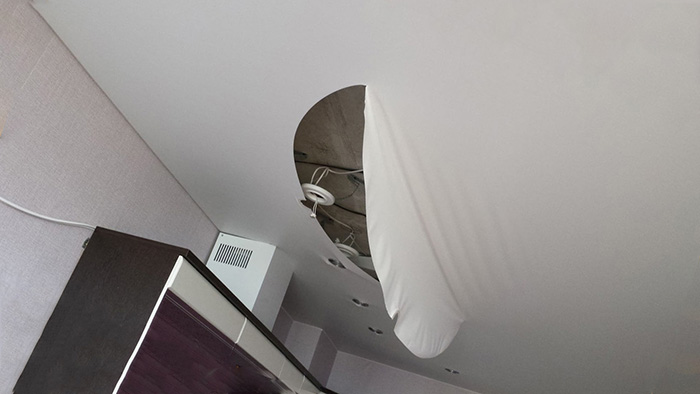 Ремонт натяжных потолков фото 1